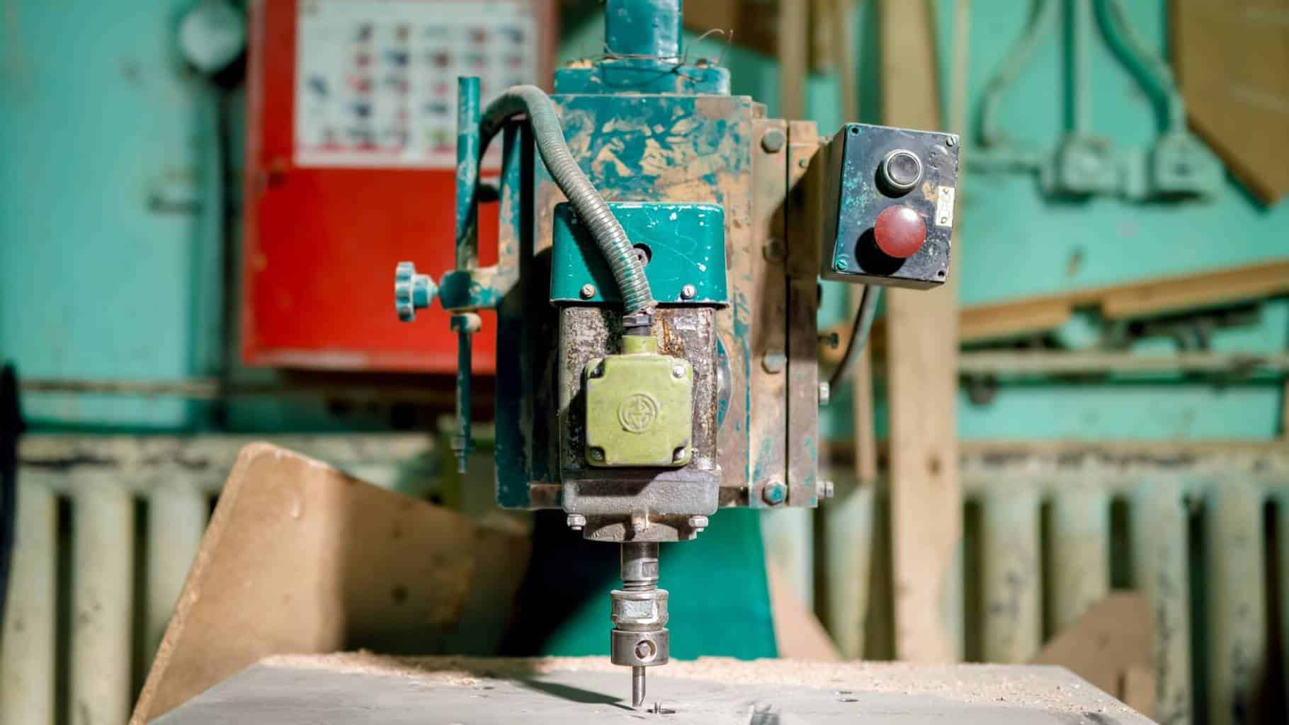What's the Difference Between a Wood Lathe vs. a Metal Lathe?
