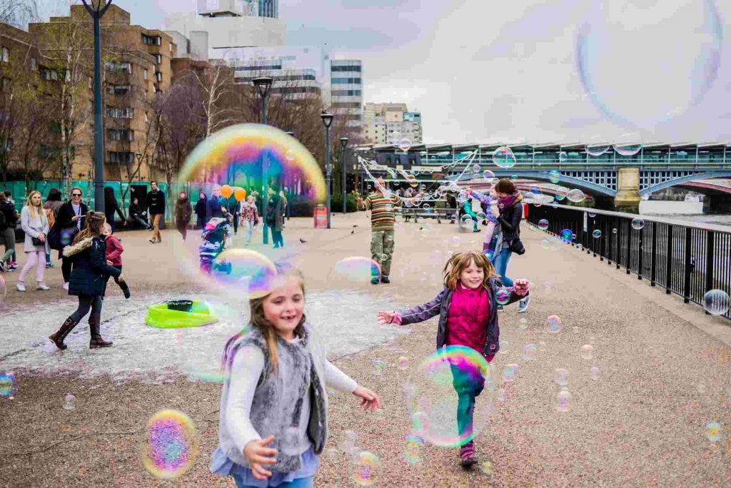 children playing workshop bubbles